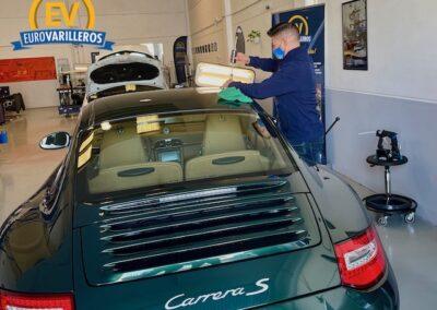 Porsche 911 recibe tratamiento de varilla en EuroVarilleros